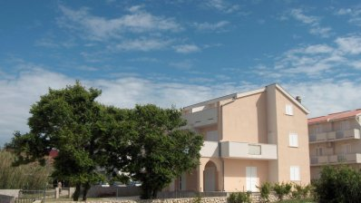 Family villa in the center of Pag, 385m2, new building