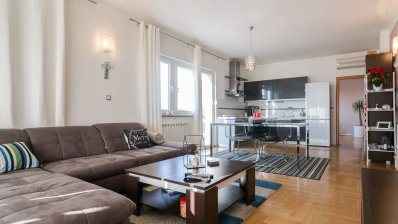 Maksimir 3 bedroom apartment 97m2 with garage