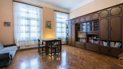 Marulić Square, excellent capartment on the 2nd floor overlooking the park